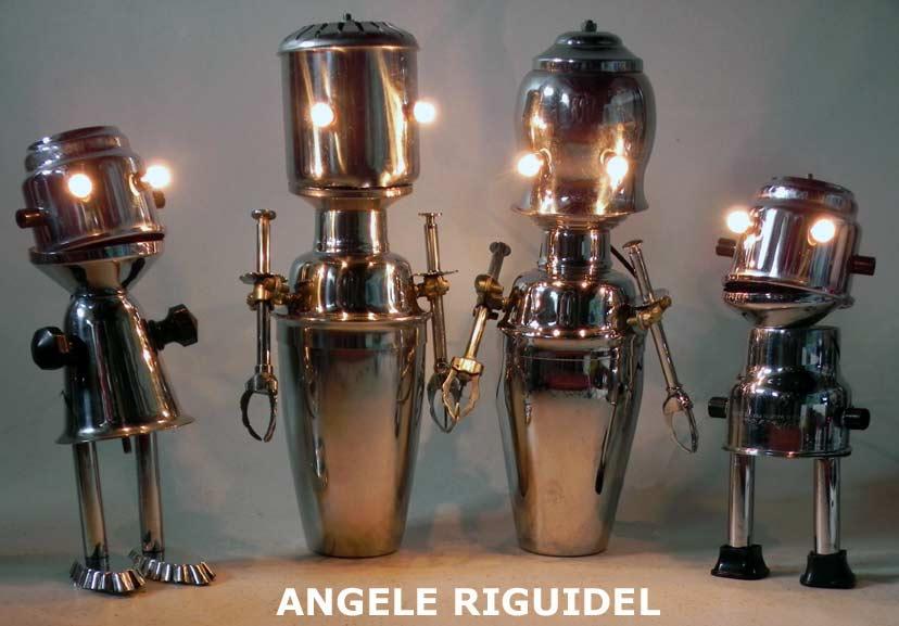 personnages créés avec service à café en inox, shaker. Lampes