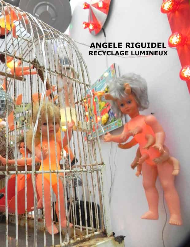 assemblages avec des poupées. Sculpture lumineuse, jouets de collection, détournement