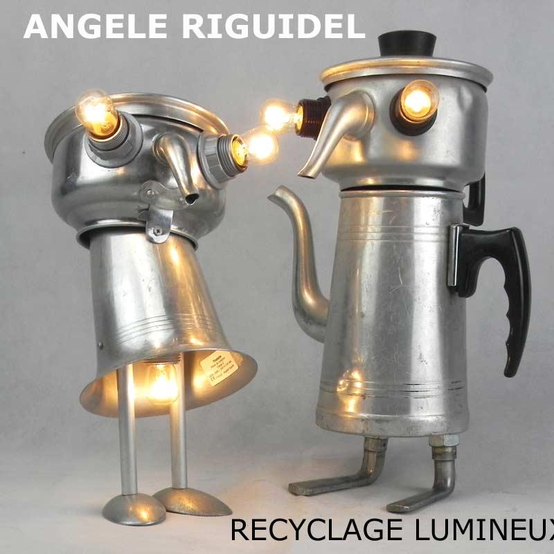Sculptures assemblage d'objets. Robots lampes en aluminium. bouilloires, coupe de sport, cafetière, gamelle, poignées, cuillères.