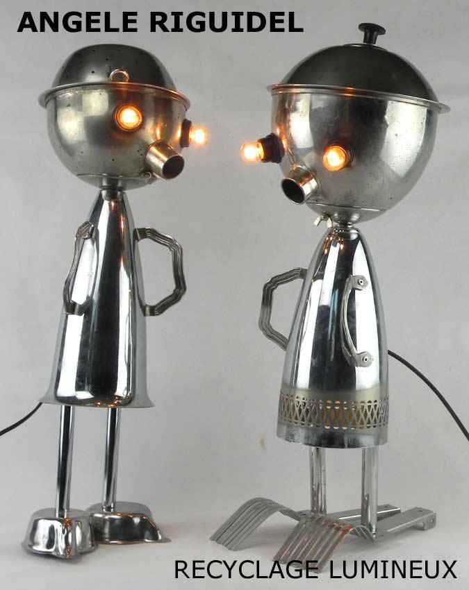 Sculptures assemblage d'objets. Robots lampes en inox.