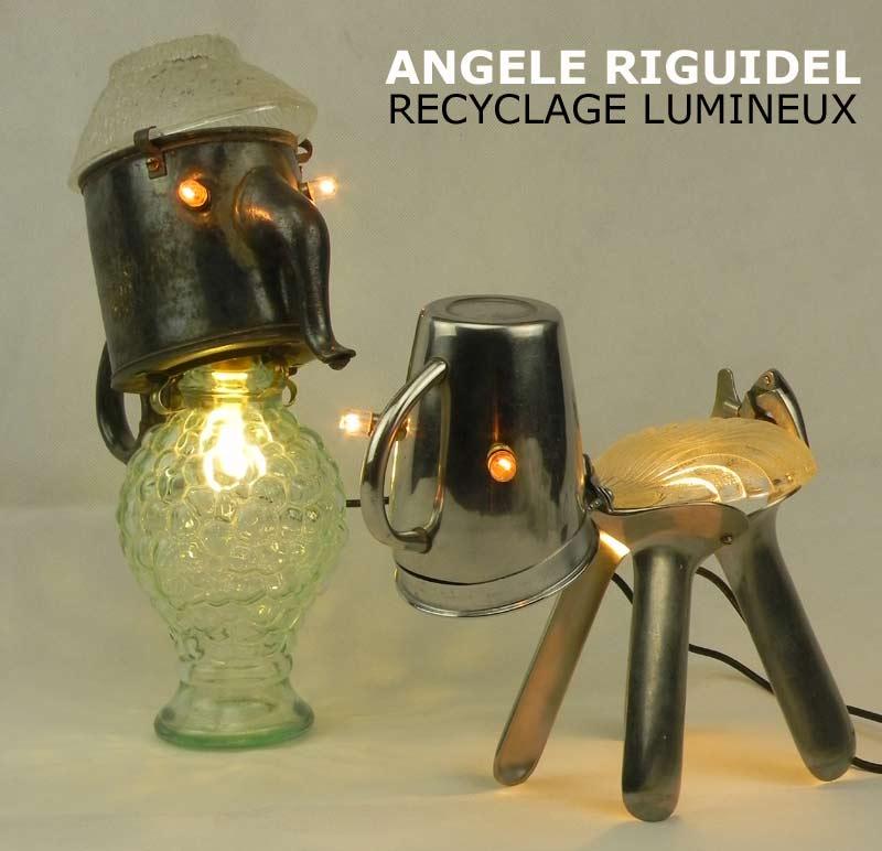 Sculpture assemblage d'objets. Personnages lumineux. cafetière, flacon, tasse, spéculums...