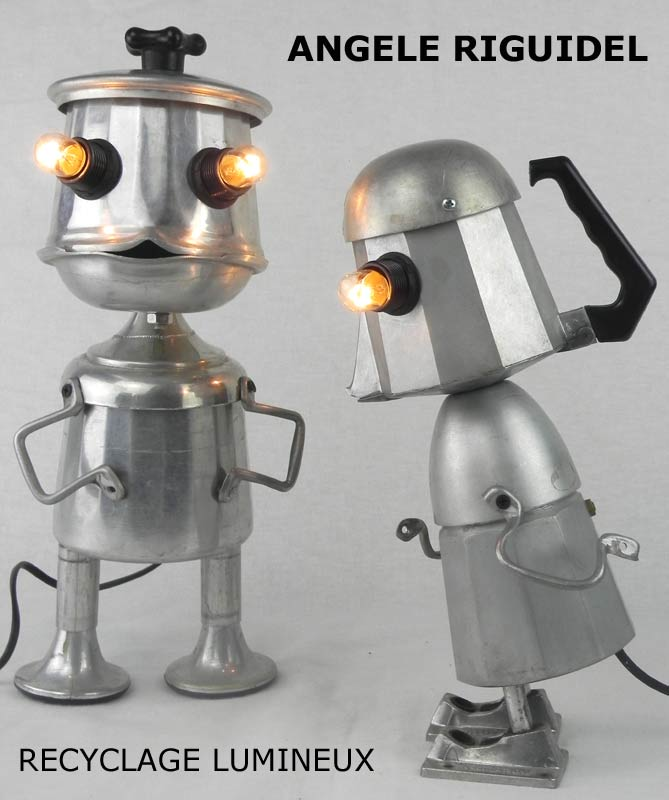 Sculpture Robots café. Personnages lumineux. Cafetière en fonte d'aluminium, Assemblage d'objets en aluminium.