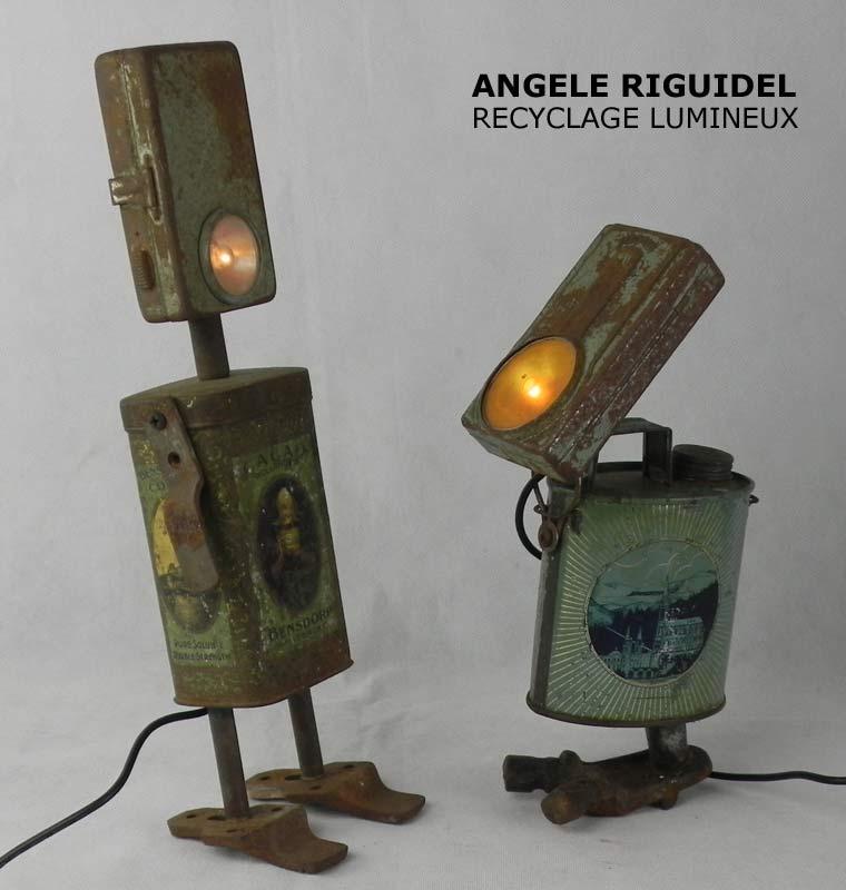 Sculpture objets détournés, robots boites anciennes, rouillées, lampe de poche, bidon d'eau bénite, boite cacao.