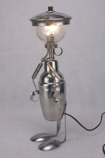 assemblage sculpture personnage en inox et verre.