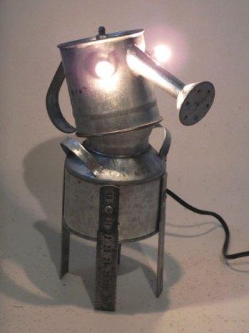 Sculpture assemblage métal galvanisé. Composition: mini arrosoir, mini pot, morceaux de mètre de charpentier.