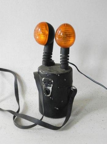 Assemblage lumineux de 2 feux clignotants et une housse à objectif.