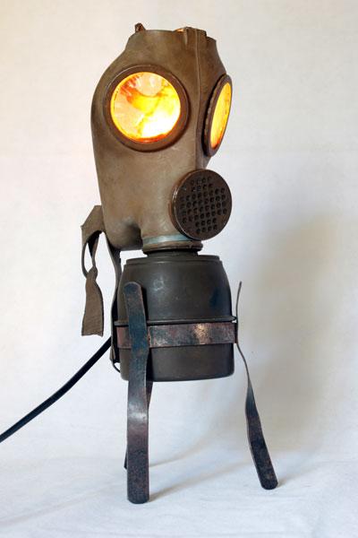 Maskagaz détourné, Personnage lumineux, recyclage, assemblage d'objets curieux.