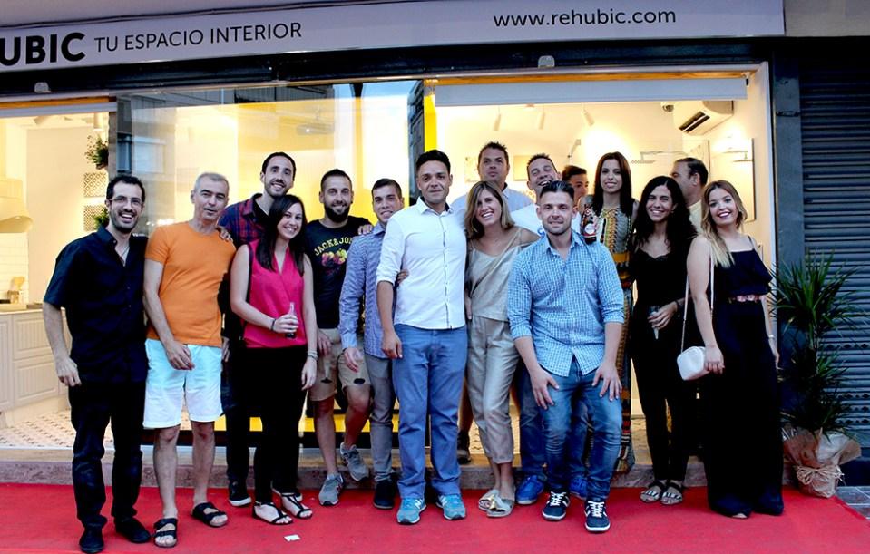 inauguración Rehubic espacio interior mercado ruzafa marca identidad corporativa reforma interiorismo evento domótica realidad virtual catálogo diseño editorial diseño gráfico google cardboard equipo