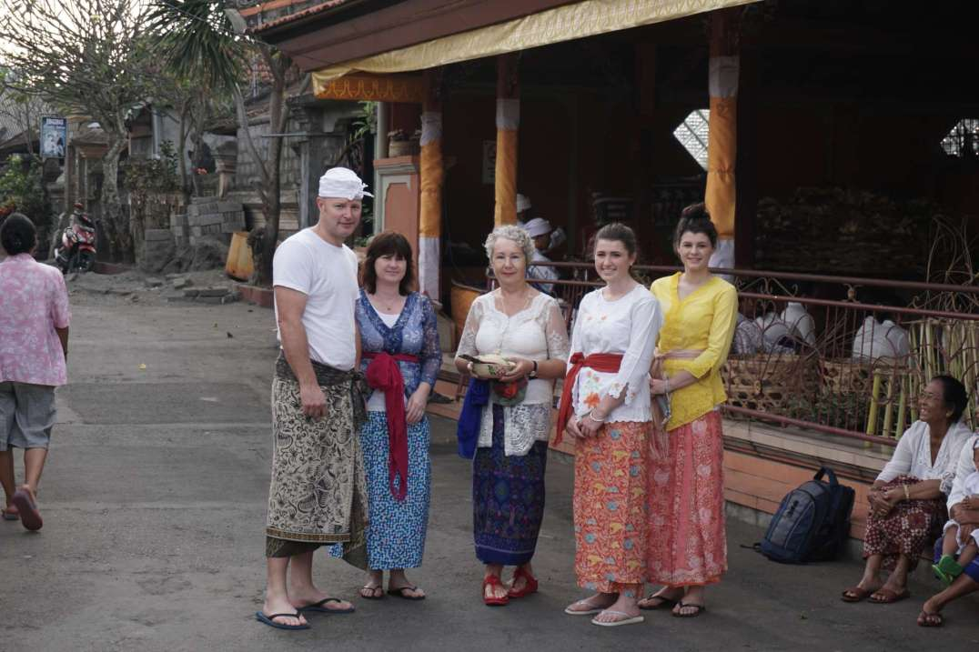 Angel House guests being shown around the banjar before going to Pura Bedji