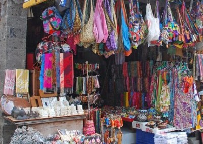 Angel House Ubud shopping trip for guests Sukawati Market