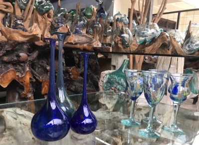 Angel House Ubud shopping trip for guests.Hand made glassware