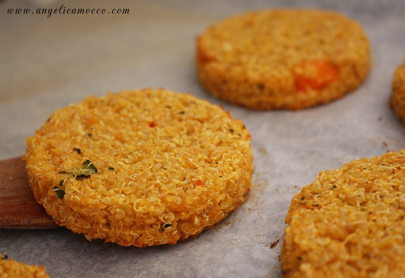 vegan-burger-di-quinoa-e-verdure-senza-glutine