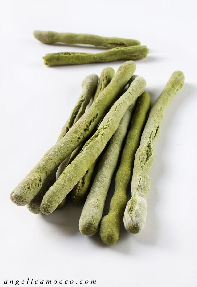 grissini di riso agli spinaci, vegan e senza glutine