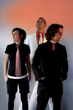 2008 gab es für ein paar Wochen diese Besetzung mit Drummer Martell Beigang (in Weiß).