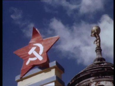 853885894-altes-rathaus-potsdam-la-hoz-y-el-martillo-estrella-roja-simbolo-politico-comunismo
