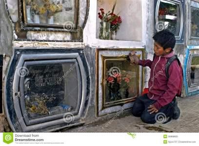 trabajo-infantil-en-el-cementerio-de-la-ciudad-cochabamba-36868820