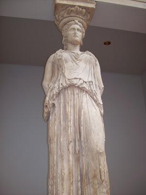 Una de las seis cariatides originales del Erecteión de la Acrópolis griega, las otras 5 están en el Museo de la Acrópolis (aprox. 420 AC)