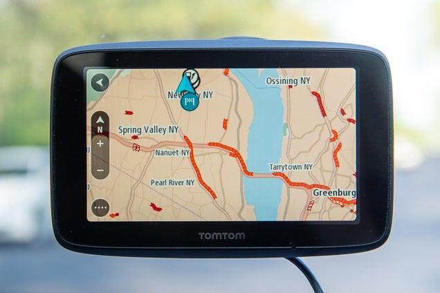 tomtom-go-520-gps-navigation-device-world-maps