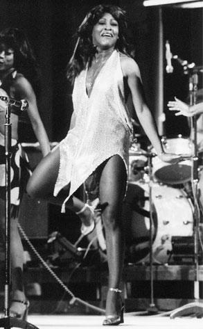 Tina Turner torbellino de fuerza en su voz y energía viva en el escenario. (1/6)