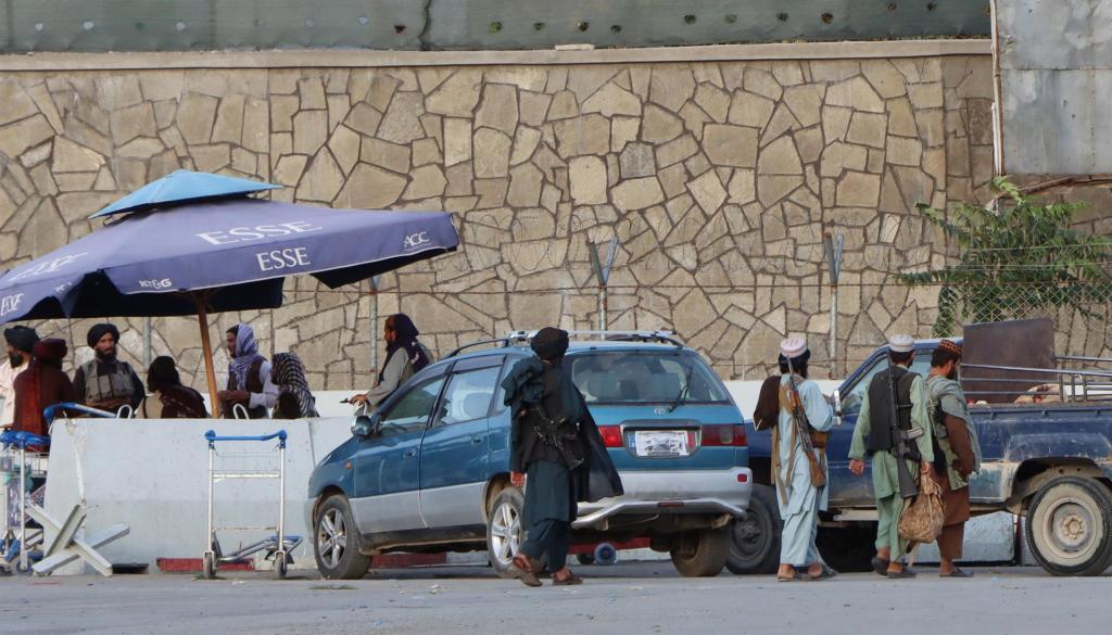 Biden acude a recibir los féretros de los 13 soldados muertos en Kabul