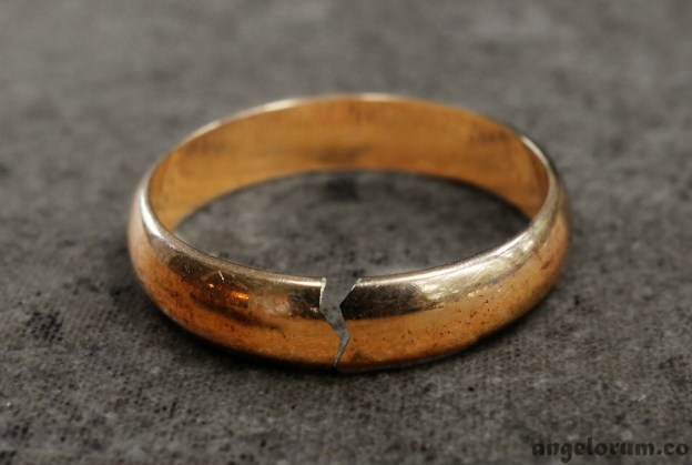 cheating and tarot - cracked wedding ring
