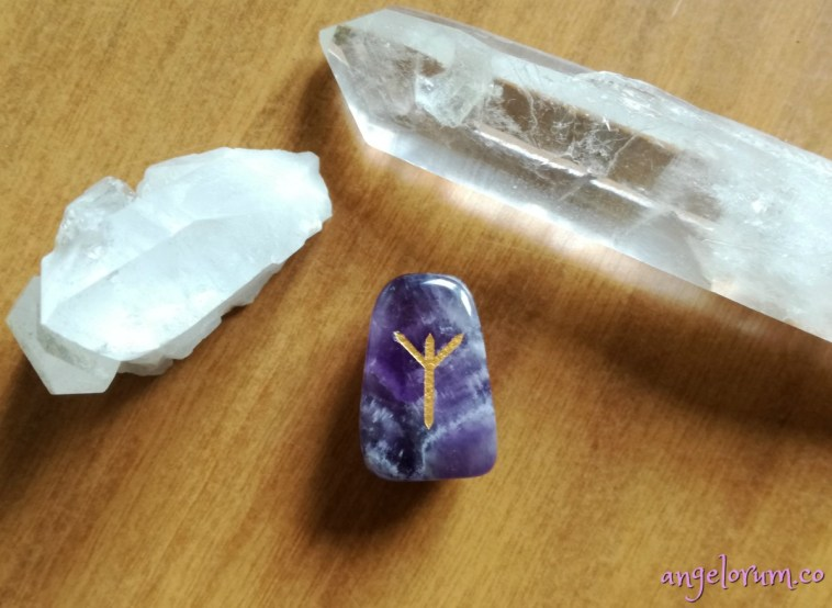 holistic meanings and correspondences for the elder futhark rune algiz