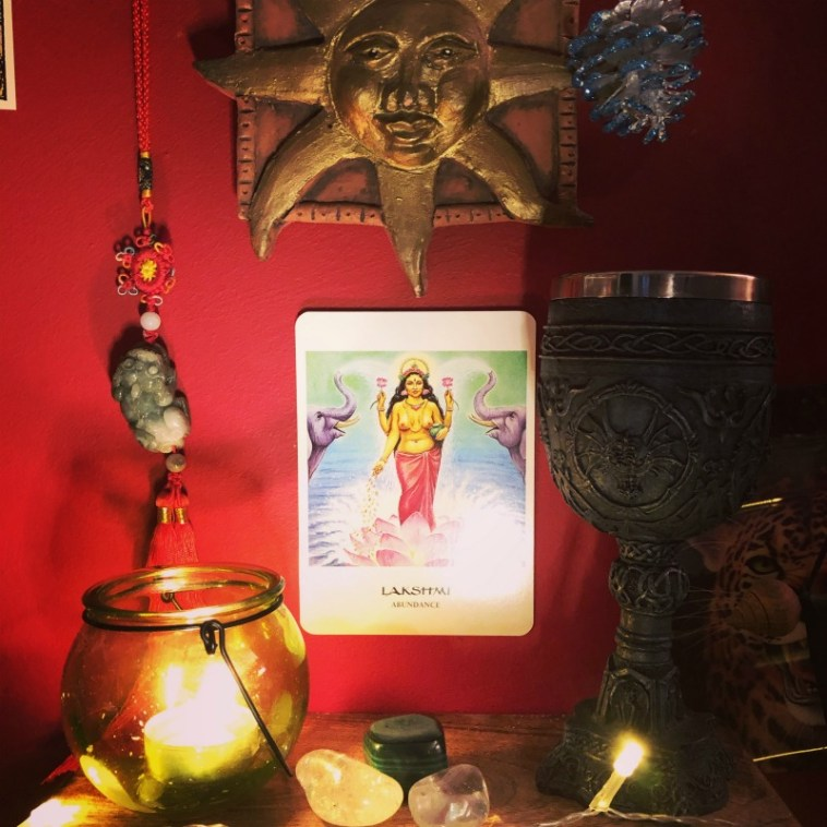 how to create an abundance altar and the top 10 money tarot cards with affirmations
