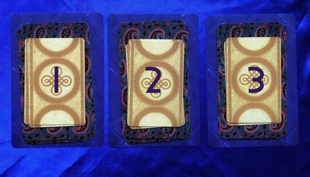 Full Moon in Aries Pick-a-Card Tarot and Oracle Readings