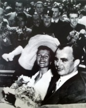 "Rita Hayworth and the Prince of playboys Ali Khan's wedding, 50s. da/from ""Moda. Il secolo degli stilisti"" Charlotte Seeling, 2000"