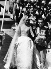 The wedding of Prince Rainier III of Monaco, to American actress Grace Kelly, 1956. da/from www.vogue.it
