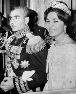 The shah of Iran Mohammed Reza Pahlavi and his wife Farah Diba, 1959. da www.vogue.it