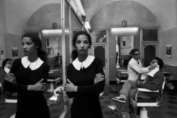 italy-sicily-province-of-catania-caltagirone-1987-the-dutch-model-marpessaferdinando-scianna
