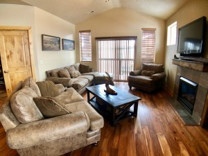 3BD/2BA Fully Furnished Condo in Kimball Junction Available April 1-Nov. 30