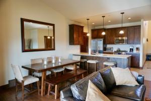 Fully furnished Black Rock Ridge townhome.  3BD/2.5BA/2,454 sq/ft.