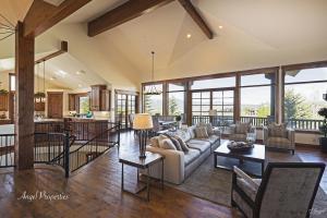 Luxury Lease – Striking Mountain Modern Promontory Retreat.  4BD/3.5BA/4,471 sq/ft.