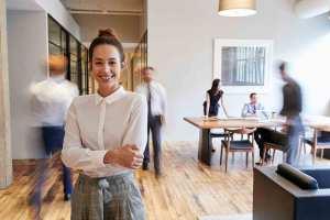 como-ser-feliz-en-el-trabajo-claves-psicologos-online