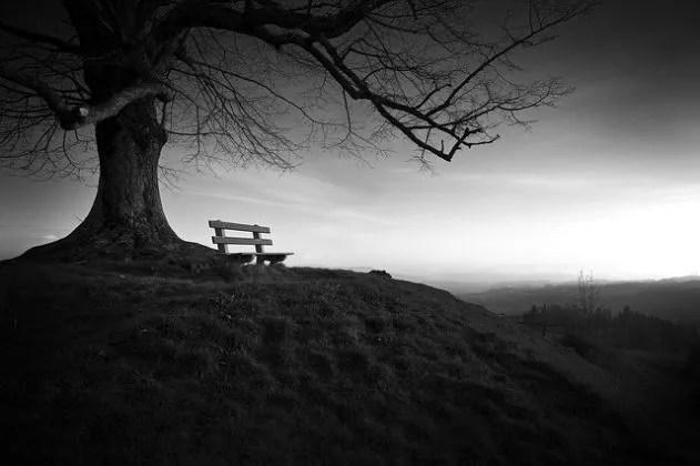 【夢占い】寂しい・孤獨の夢 の意味  夢事典 ~天使からのメッセージ~