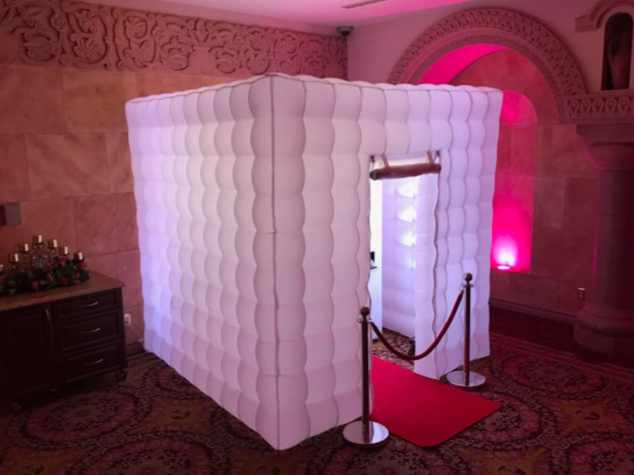 Enclosed Led photo booth rental service Los Angeles, Open Air Photo Booth, Enclosed Photo Booth, Lit Photo Booth, Unlimited Prints