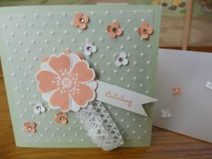 Romantische Einladung in Pistazie mit Streublümchen