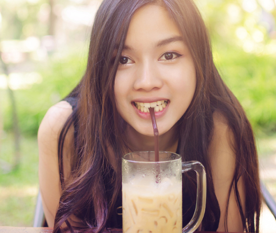 beautiful asia woman smile and drink coffee