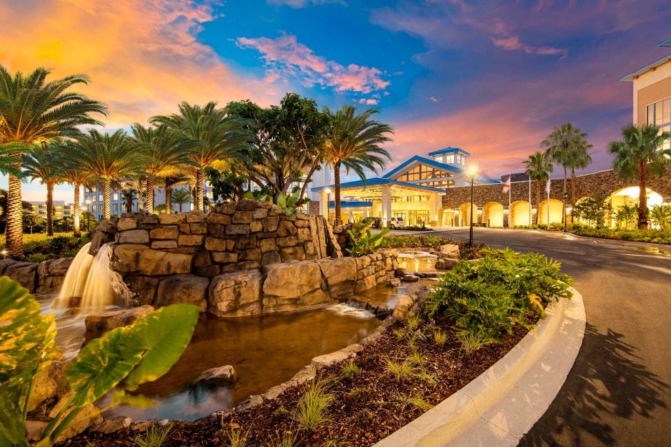 7-reasons-to-stay-onsite-at-universal-orlando-resort-Loews-Sapphire-Falls
