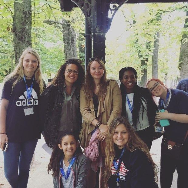 Rencontre et échanges avec un groupe américain dans le jardin du luxembourg