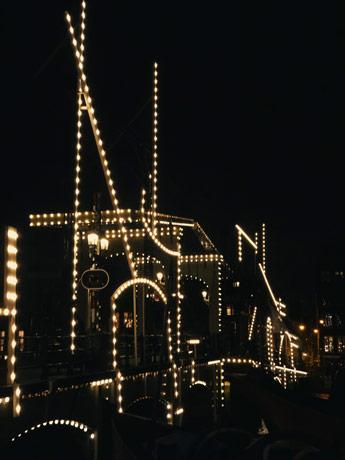 Le pont illuminé par le Light Festival