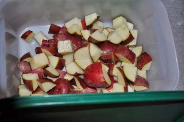 prepping red potatoes - Catch the Moment 365 for 2014