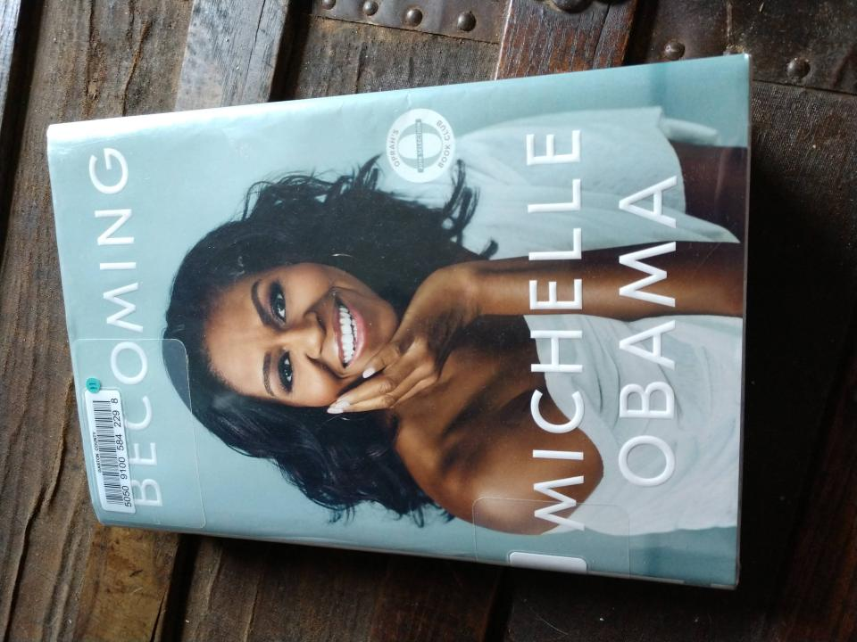 "Michelle Obama ""Becoming"" book cover"