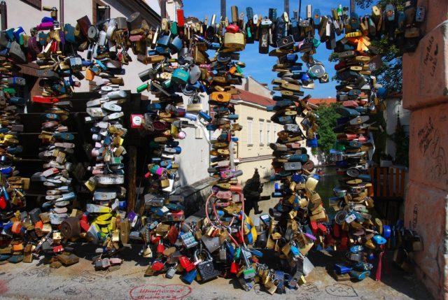 Prague, Prag railing locks