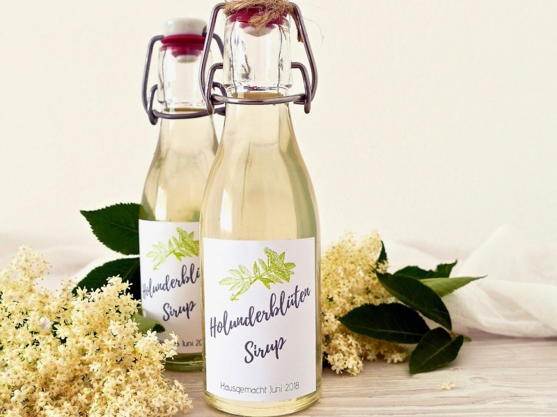 Holunder, Elder flower to make a mixed drink