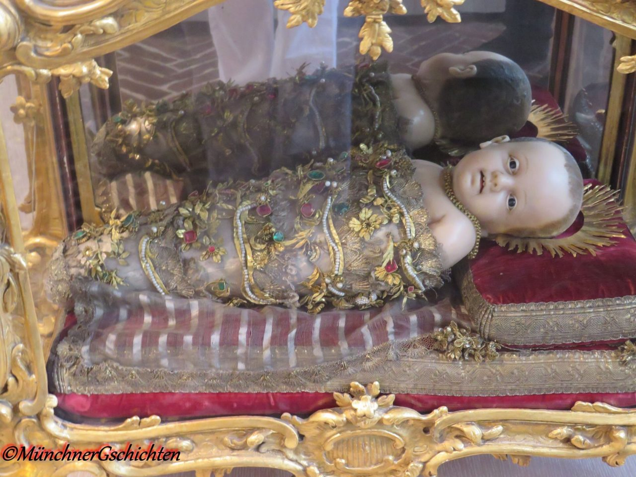 Life size baby Jesus. Munich Christmas miracle, Baby Jesus, Christkindl