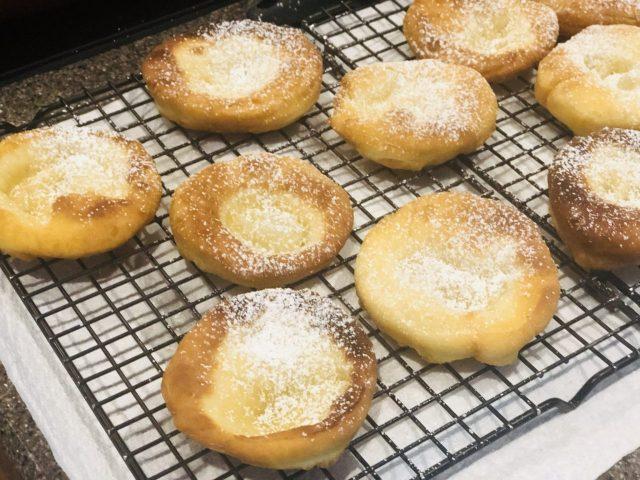 Let cool Auszogne, Bavarian Donut