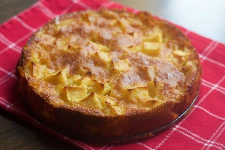 Apfelschlupfkuchen, sunken apple cake, German